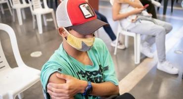 Se debate conveniencia de vacunar contra el covid-19 a niños